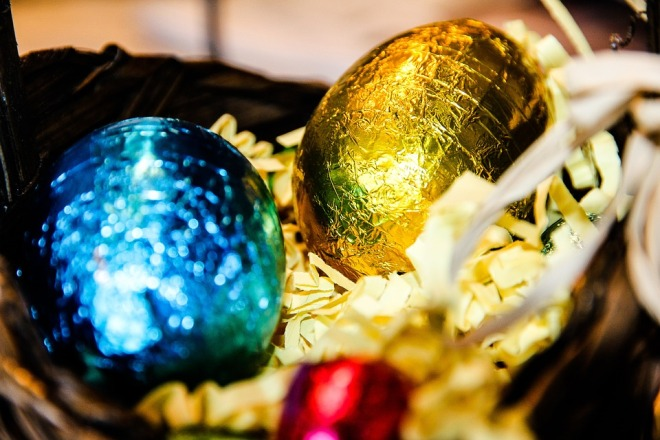 Easter chocolate eggs - Hoses & Ducts for the Food Industry